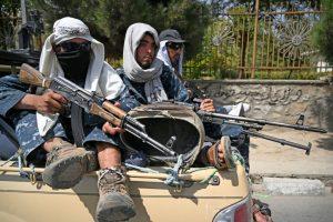 Talibanes en patrulla
